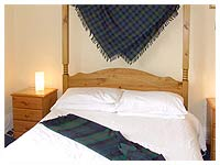 Portree accommodation on the Isle of Skye at the Isles In, a beautiful pub with four poster bedrooms